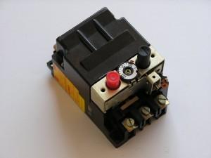 Автоматичен токопрекъсвач АТ00